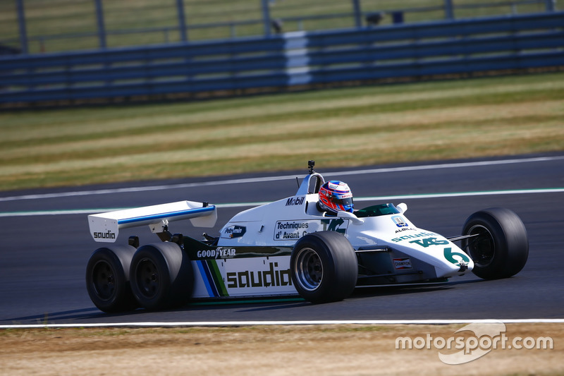 Jenson Button conduce un Williams FW08B de 1982
