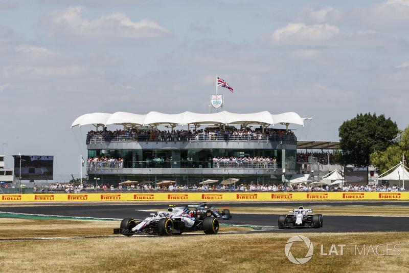 Sergey Sirotkin, Williams FW41, leads Lance Stroll, Williams FW41