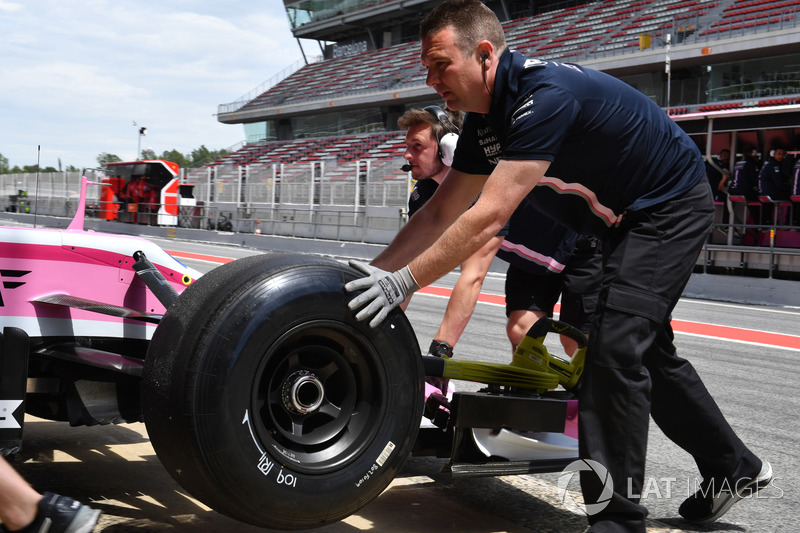 Force India VJM11 sin marca de neumáticos Pirelli