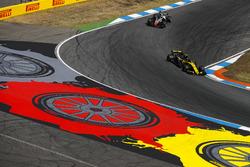 Carlos Sainz Jr., Renault Sport F1 Team R.S. 18, leads Kevin Magnussen, Haas F1 Team VF-18