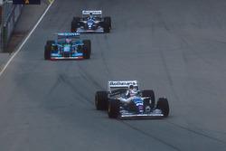 Найджел Мэнселл, Williams FW16B Renault, Михаэль Шумахер, Benetton B194 Ford, и Дэймон Хилл, Williams FW16B Renault