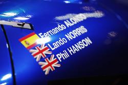 Les noms de Fernando Alonso, Lando Norris et Phil Hanson sur une voiture de United Autosports