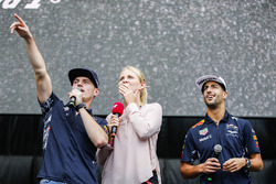 Max Verstappen, Red Bull, Daniel Ricciardo, Red Bull Racing, sur la scène F1