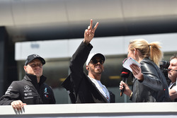 Valtteri Bottas, Mercedes-AMG F1 et Lewis Hamilton, Mercedes-AMG F1 lors de la parade des pilotes