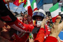 Ganador, Sebastian Vettel, Ferrari, celebra en Parc Ferme