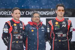 Победители Тьерри Невилль и Николя Жильсуль, Hyundai i20 Coupe WRC, Hyundai Motorsport, руководитель команды Мишель Нандан