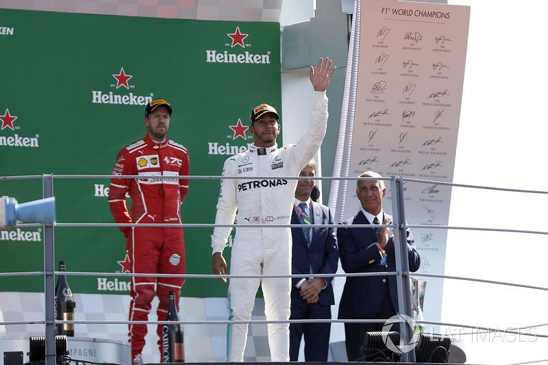 Podio: ganador de la carrera Lewis Hamilton, Mercedes AMG F1, tercer lugar Sebastian Vettel, Ferrar