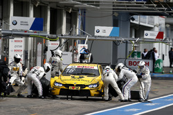 Boxenstopp: Timo Glock, BMW Team RMG, BMW M4 DTM