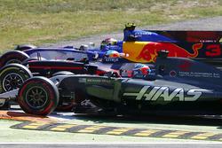 Pascal Wehrlein, Sauber C36, Daniel Ricciardo, Red Bull Racing RB13, Romain Grosjean, Haas F1 Team VF-17