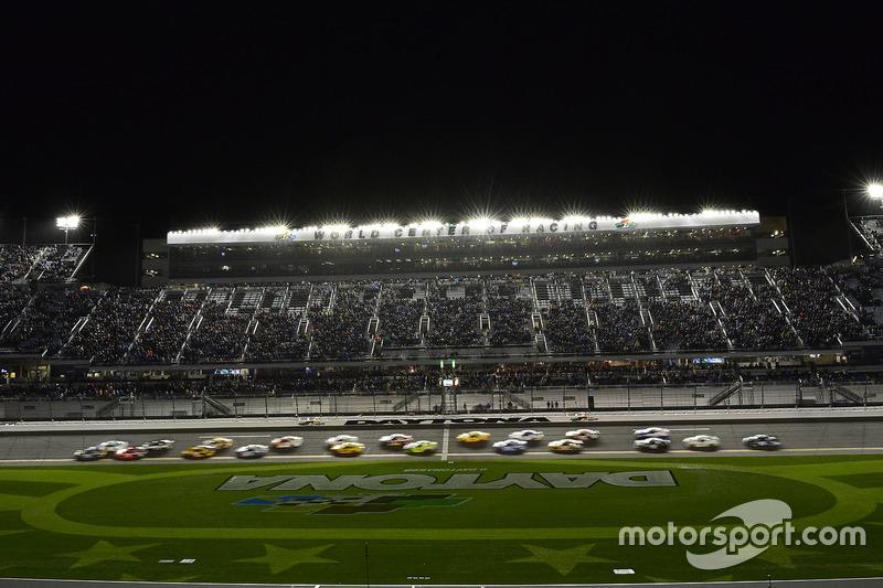 Chase Elliott, Hendrick Motorsports, Chevrolet; Brad Keselowski, Team Penske, Ford; Martin Truex Jr.