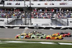 Restart: Kyle Busch, Joe Gibbs Racing Toyota