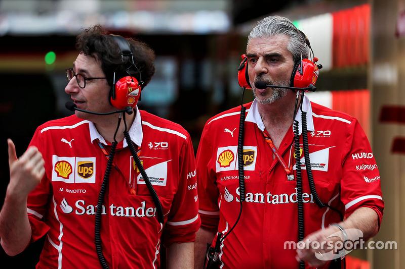 Технічний директор Ferrari Маттіа Бентто, керівник Ferrari Мауріціо Аррівабене