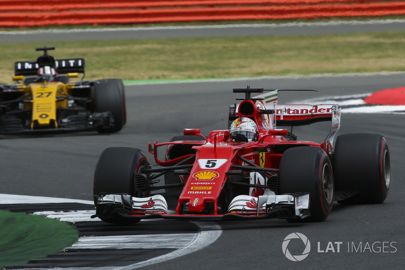 Sebastian Vettel, Ferrari SF70H, Nico Hulkenberg, Renault Sport F1 Team RS17