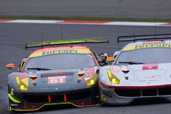 #61 Clearwater Racing Ferrari 488 GTE, #54 Spirit of Race Ferrari 488 GTE