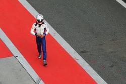 Antonio Giovinazzi, Sauber, makes his way back to his garage after crashing