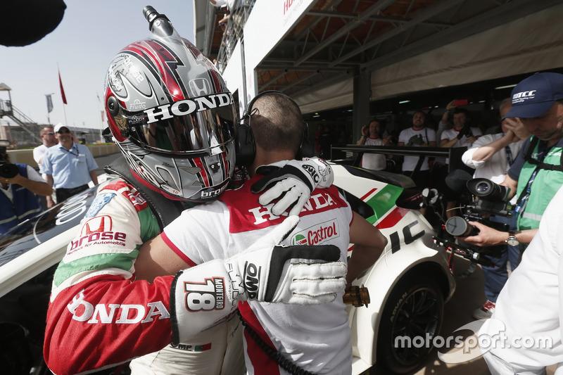 Обладатель поула Тьягу Монтейру, Honda Racing Team JAS