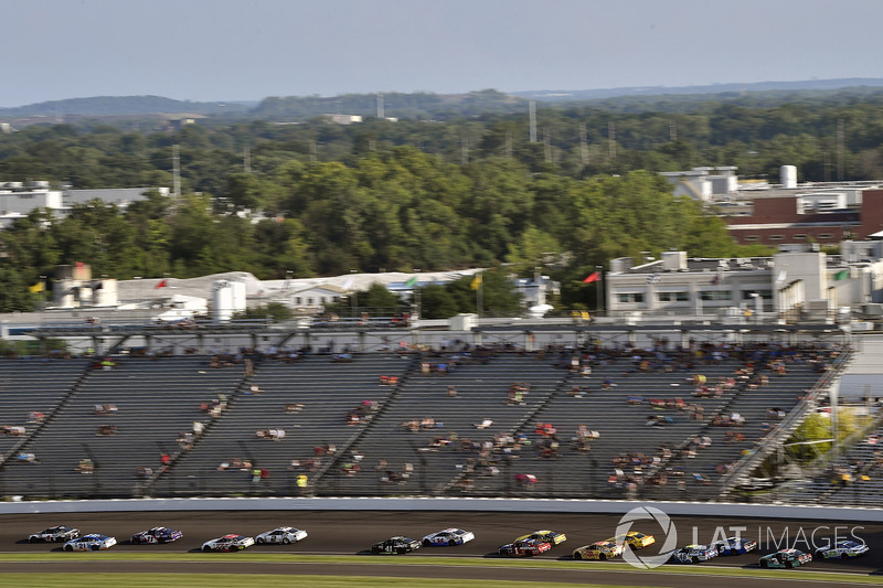 Kevin Harvick, Stewart-Haas Racing Ford, Ryan Blaney, Wood Brothers Racing Ford