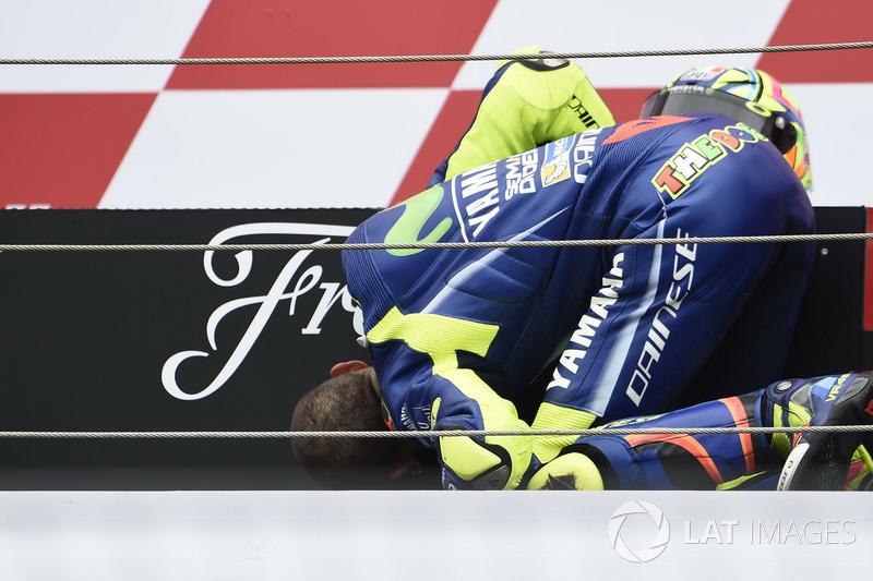 Podio: Ganador de la carrera Valentino Rossi, Yamaha Factory Racing
