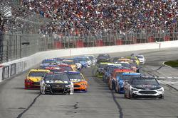 Kevin Harvick, Stewart-Haas Racing, Ford; Ryan Newman, Richard Childress Racing, Chevrolet