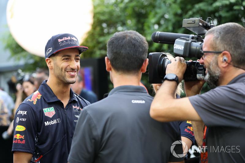 Daniel Ricciardo, Red Bull Racing, gibt Interviews