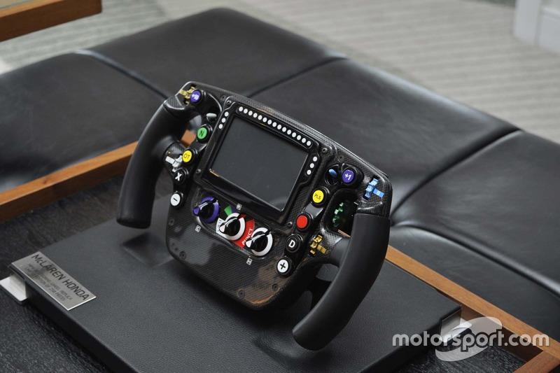 Кермо гоночного боліда McLaren-Honda