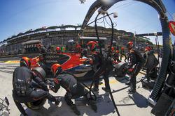 Fernando Alonso, McLaren MCL32, makes a stop