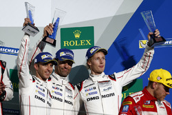 Podium: derde #1 Porsche Team Porsche 919 Hybrid: Timo Bernhard, Mark Webber, Brendon Hartley