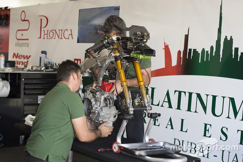 La moto di Marcos Ramirez, Platinum Bay Real Estate