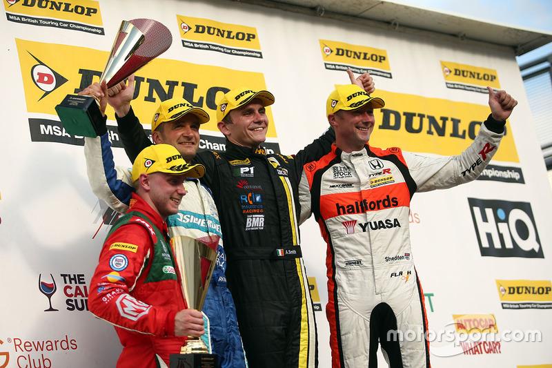 Podyum: 1. Aron Smith, BKR, 2. Gordon Shedden, Halfords Yuasa Racing, 3. Colin Turkington, Silverline Subaru BMR