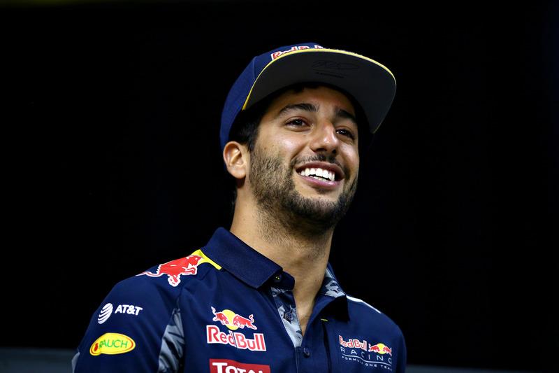 Daniel Ricciardo, Red Bull Racing races a drone