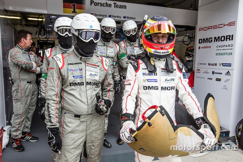 #1 Porsche Team: Timo Bernhard