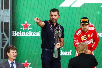 Гоночный инженер Red Bull Racing Гийом Рокелен
