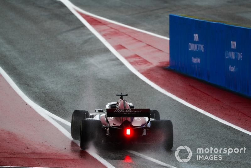 Marcus Ericsson, Alfa Romeo Sauber C37, lascia la pit lane