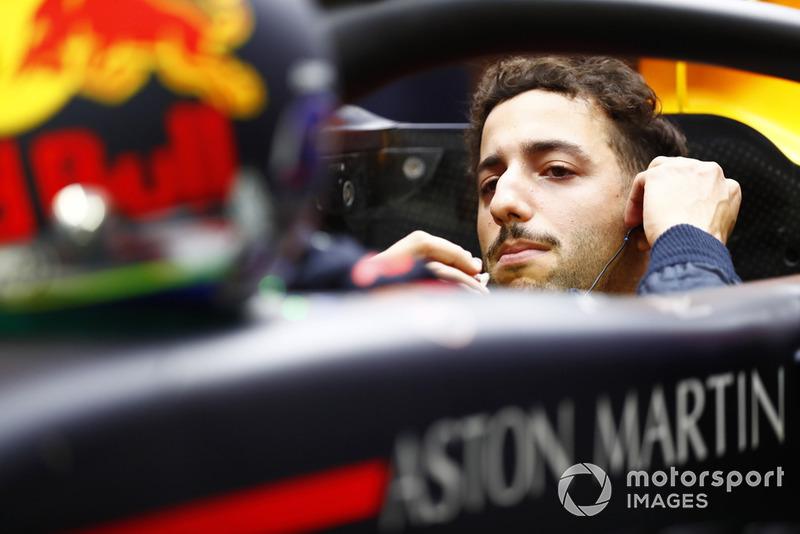 Ricciardo da las gracias a Red Bull antes de la salida