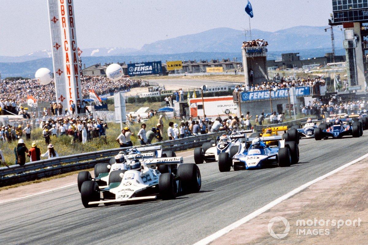 Карлос Рейтеман и Алан Джонс на Williams FW07B Ford лидируют на старте Гран При Испании 1980 года