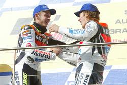 Podio: il vincitore della gara Valentino Rossi, Repsol Honda Team, il terzo classificato Nicky Hayden, Repsol Honda Team