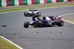Carlos Sainz Jr., Scuderia Toro Rosso STR12 crashes