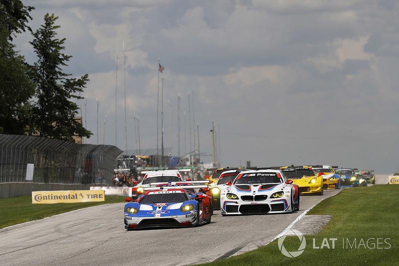 GTLM start: #66 Chip Ganassi Racing Ford GT: Дірк Мюллер, Джоі Хенд лідирують