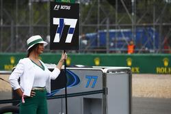 La grid girl di Valtteri Bottas, Mercedes AMG F1