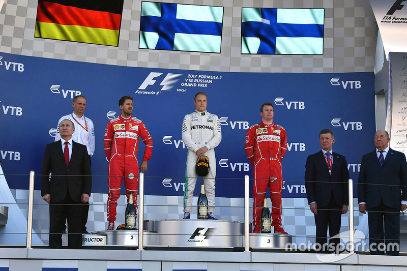 Vladimir Putin, President of Russia, Sebastian Vettel, Ferrari, Tony Ross, Mercedes AMG F1 Race Engineer, Valtteri Bottas, Mercedes AMG F1, Kimi Raikkonen, Ferrari and Dmitry Kozak, Deputy Prime Minister of the Russian Federation