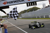 Checkered flag for Lando Norris, Carlin Dallara F317 - Volkswagen