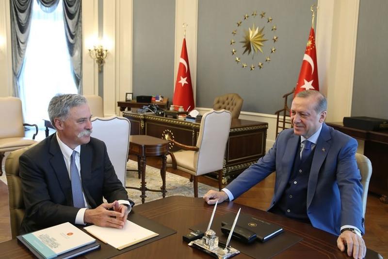لقاء رئيس تركيا رجب طيب أردوغان وتشايس كاري، الرئيس التنفيذي لمجلس إدارة مجموعة الفورمولا واحد