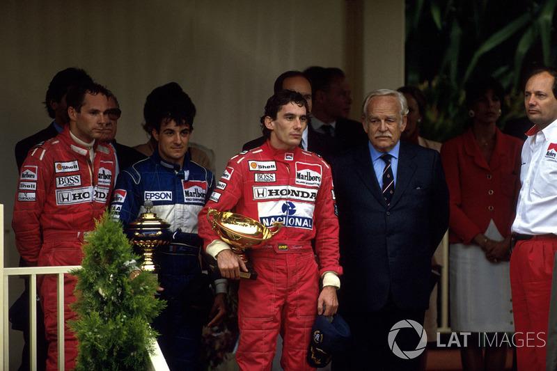 На подиум также поднялся напарник Сенны по McLaren Герхард Бергер