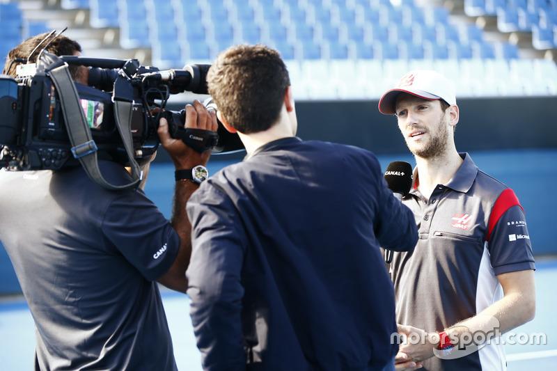 Romain Grosjean, Haas F1 Team, mit der Presse