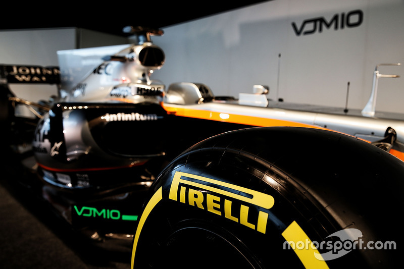 Sahara Force India F1 VJM10 - шина Pirelli