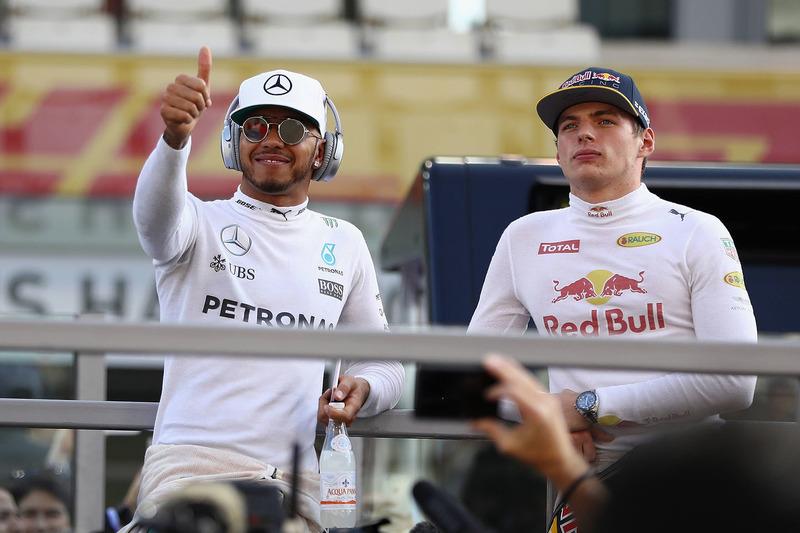 Lewis Hamilton, Mercedes AMG F1; Max Verstappen, Red Bull Racing