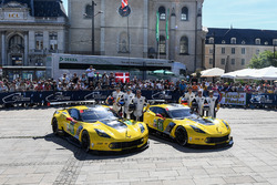 №64 Corvette Racing Corvette C7.R: Оливер Гэвин, Томми Милнер, Марсель Фесслер; №63 Corvette Racing Corvette C7.R: Ян Магнуссен, Антонио Гарсия, Джордан Тейлор