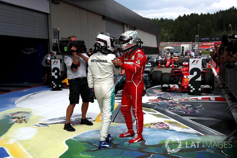 Победитель Валттери Боттас, Mercedes AMG F1, и Себастьян Феттель, Ferrari