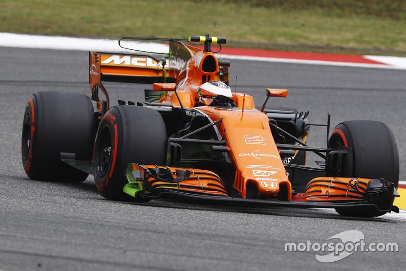Stoffel Vandoorne, McLaren MCL32. Note the Flow Vis paint on the front wing endplates