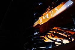 Переднее антикрыло и носовой обтекатель McLaren MCL32